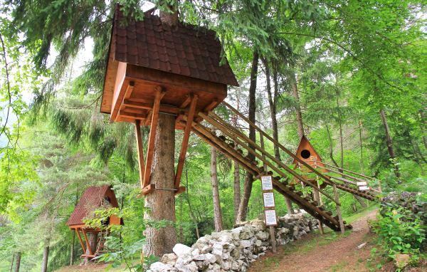 Tree village il primo villaggio sugli alberi in italia the mood post - Casa sugli alberi ...