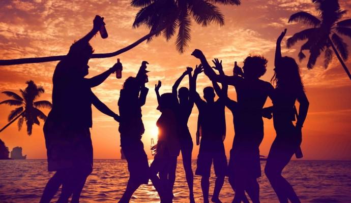 4-look-per-i-nostri-party-in-spiaggia-Copertina-e1407750084991